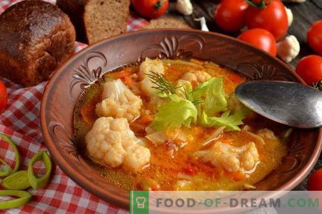 Lean soup with cauliflower, coconut and tomatoes