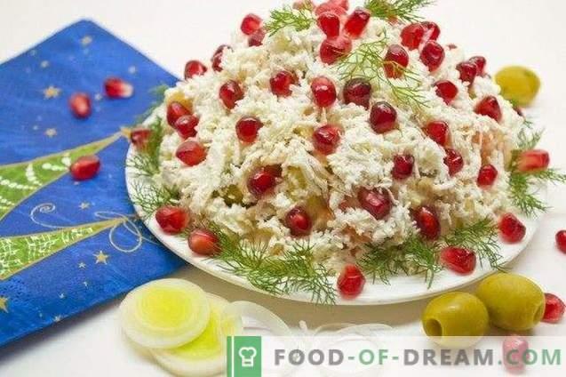 Salade de fête au poulet, fromage et sauce hollandaise