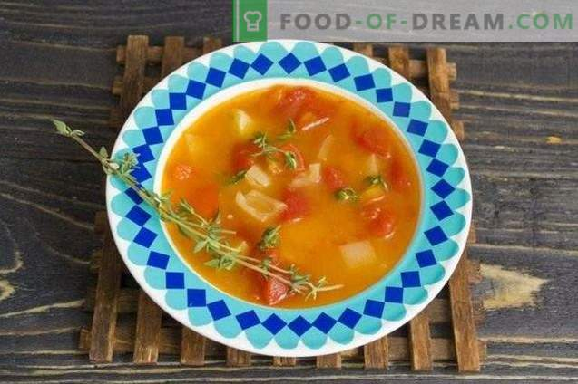 Tomato soup with peppers and thyme