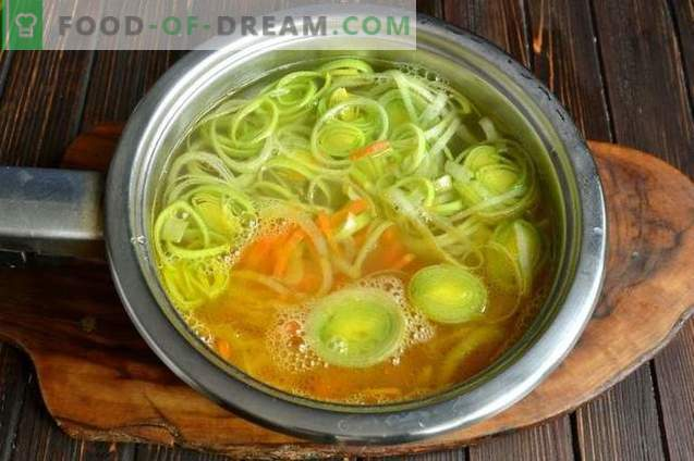 Rice soup with chicken breast and leek