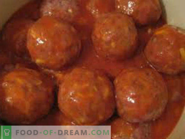 How to cook meatballs with gravy in a frying pan, in sour cream sauce, without rice, with chicken