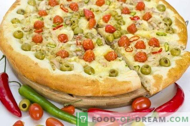 Pizza with chicken and cherry tomatoes