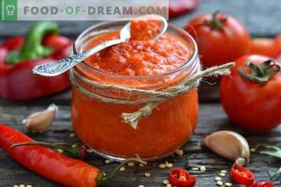 Homemade ketchup made from fresh tomatoes and bell peppers