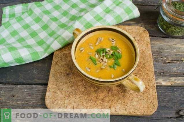 Cream soup with zucchini and chicken