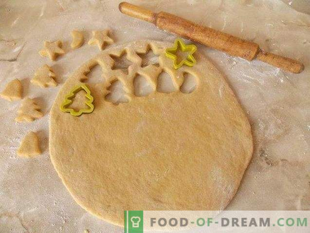 Christmas gingerbread with glaze