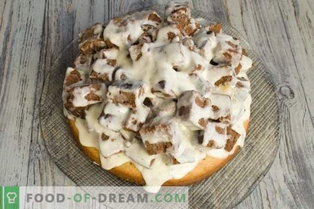 Sponge cake with walnuts and sour cream