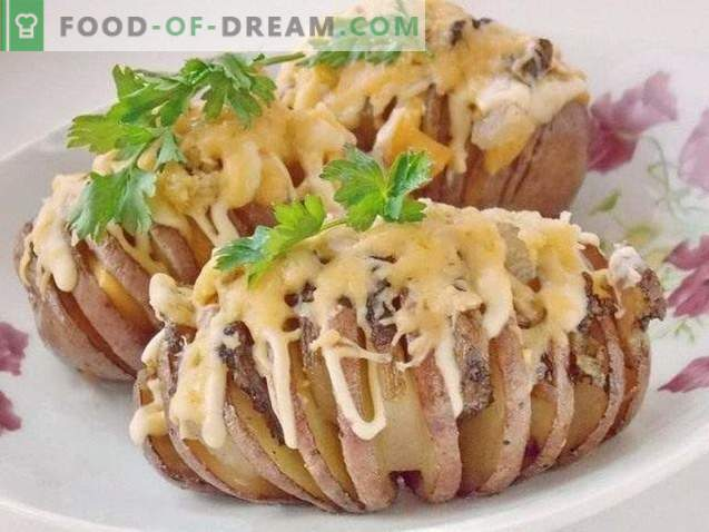 Potato harmonica. Baked potatoes with bacon under cheese crust