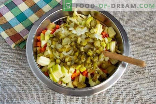 Vinaigrette with apple and sauerkraut - delicious salad to fasting