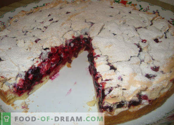 Pie with black currant, red, frozen, with sour cream, cottage cheese, in a slow cooker