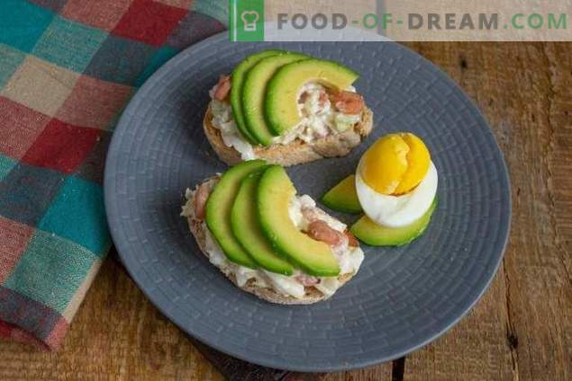 Breakfast toasts with avocado and egg salad