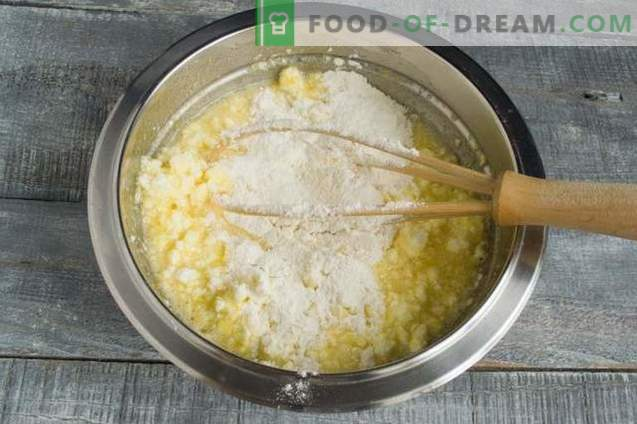 Sandy cake with cottage cheese, pineapple and coconut