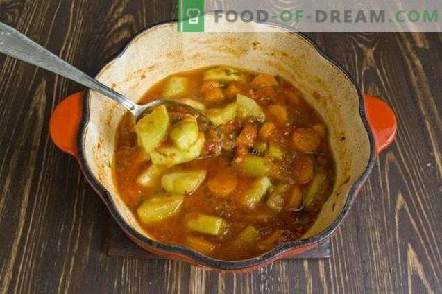 Zucchini with carrots, stewed in vegetable sauce, for the winter