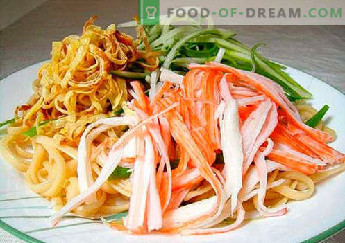 Noodle Salad - the top five recipes. How to properly and tasty to cook a salad with noodles.
