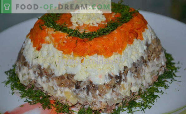 Salad with canned fish, recipes with apple, carrots, crackers