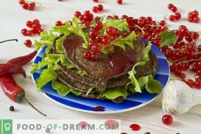 Pancakes from chicken liver with red currant sauce