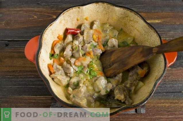 Chicken stews steamed in sour cream