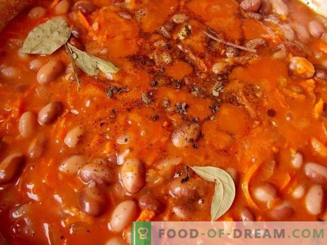 Braised beans with smoked sausages in tomato sauce