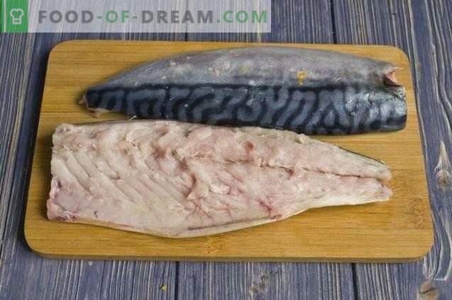 Mackerel in foil, steamed with vegetables