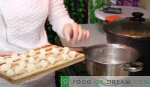 Lazy cottage cheese dumplings, recipes like in a garden, with decoys, dietary, with dried fruits