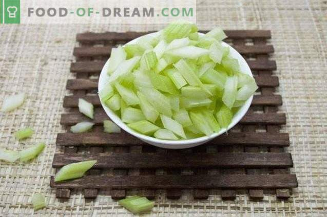 Marinated celery in oil
