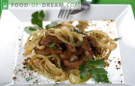 Beef liver with onions - cook quickly! Different recipes of beef liver with onions and carrots, sour cream, potatoes