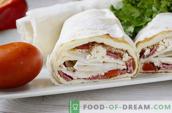 Omelet with sausages and tomatoes in pita - tastier than shawarma