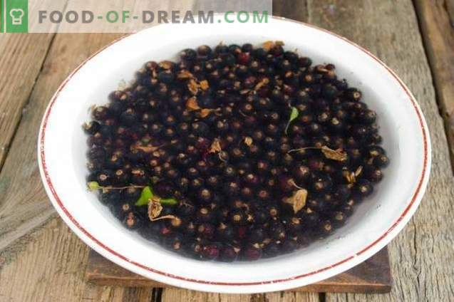 "Black currant with sugar for the winter of the ""hot"" harvesting method"