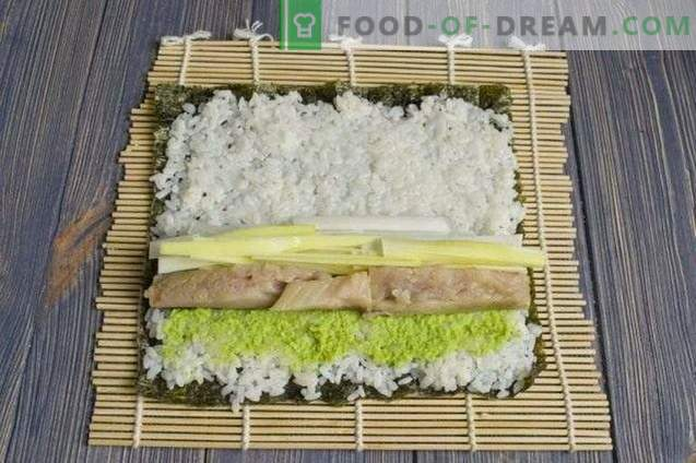 Sushi maki with smoked eel and leek onions