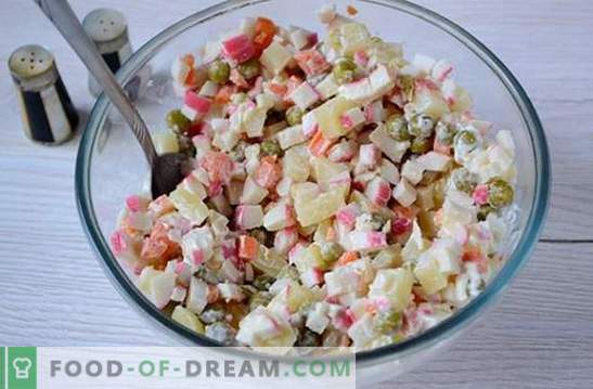 Salad with crab sticks and green peas: a universal recipe for a holiday and on weekdays. Step-by-step recipe for cooking salad with crab sticks and peas (photo)