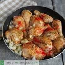 Appetizing fried chicken in nut sauce