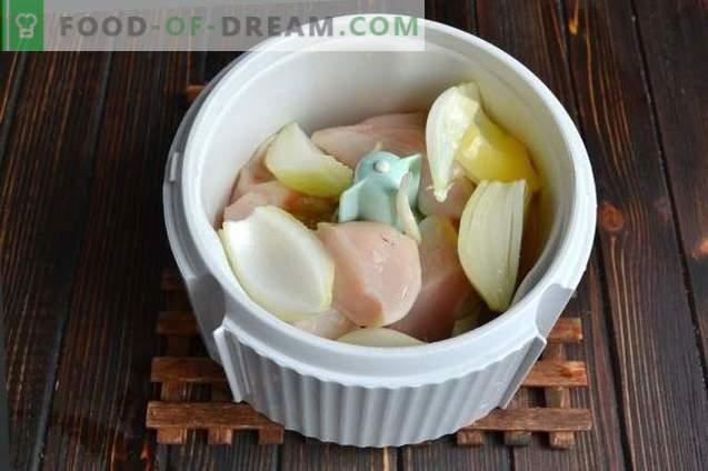 Steamed chicken meatballs with gravy