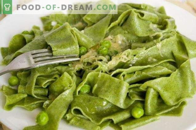 Homemade pasta with spinach and green pea sauce