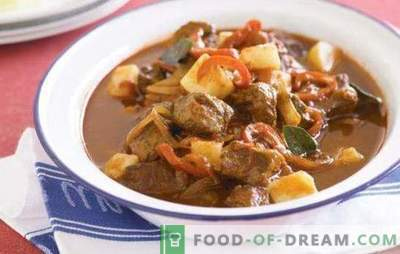 Turkey goulash is served with any side dish: vegetables, cereals, pasta. Recipes of this turkey goulash in all variety