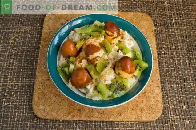 Chicken salad with kiwi and nuts