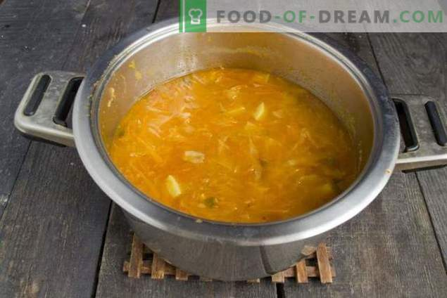 Delicious vegetarian soup with pumpkin for fasting days