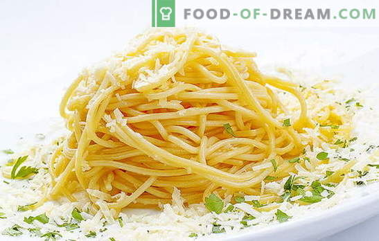 Spaghetti with cheese is an Italian dish on our table. Quick recipes for cooking spaghetti with cheese and various additives