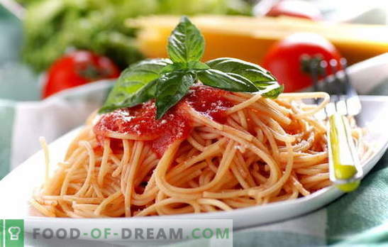 Spaghetti with tomato paste: cooking is easy. Spaghetti recipes with every day tomato sauce: with vegetables, chicken, smoked