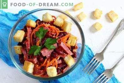 Salads with sausage and beans