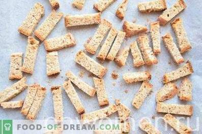 Rye crackers with garlic in the oven