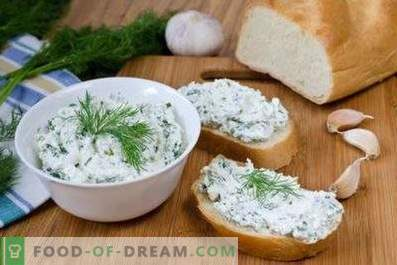 Cottage cheese with herbs and garlic