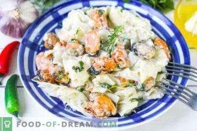 Pasta with mussels in a creamy sauce