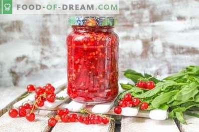 Red currant, grated with sugar for the winter